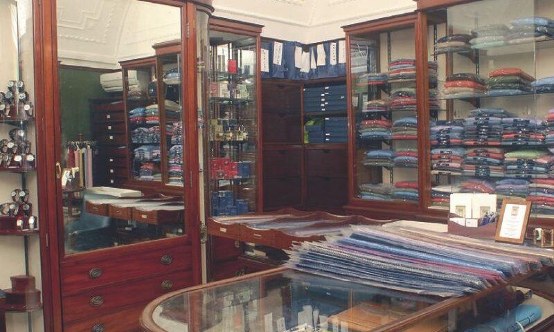 Napoli: vende cravatte in zona rossa: cinque giorni di chiusura per Marinella