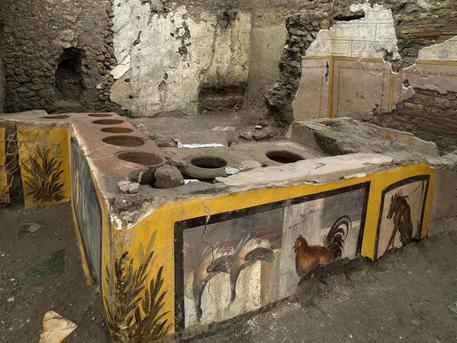 Bottega dello street food torna alla luce a Pompei