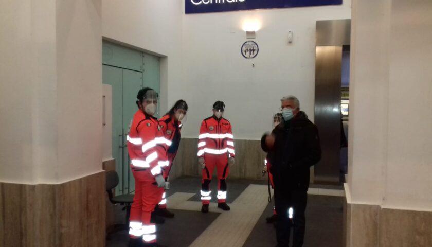 Covid, controllati ieri in stazione a Salerno 1900 viaggiatori: sindaco con le forze dell'ordine