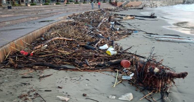 Salerno, pulita la spiaggia di Santa Teresa dopo la mareggiata