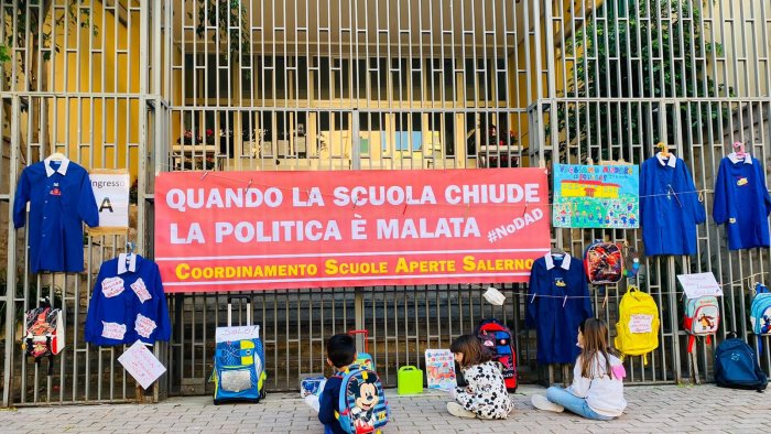Coordinamento scuole aperte a Salerno: il sindaco riapra le aule fino alla terza media