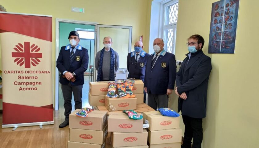 L'Associazione Nazionale dell'arma di Cavalleria – sezione di Salerno dona alla Caritas 150 calze da consegnare ai bambini
