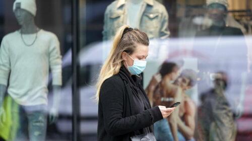 Chi indossa la mascherina è meno ansioso e depresso, studio