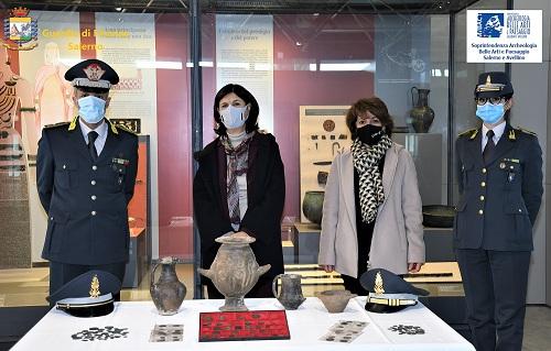 Pontecagnano, tornano nel museo archeologico opere sequestrate dalla Guardia di Finanza