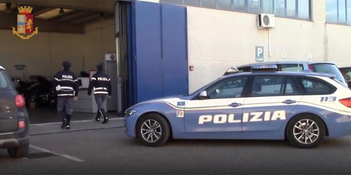 """Salerno, """"ripulivano"""" auto rubate e le rimettevano in commercio: due arresti"""