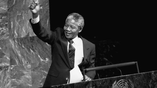 Il 12 giugno 1964 Nelson Mandela condannato a 27 anni di galera
