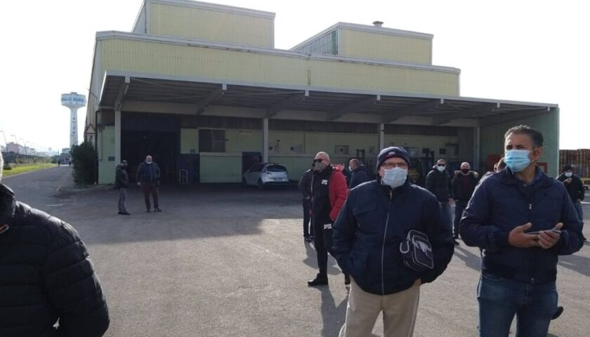 """LA MERIDBULLONI DI CASTELLAMMARE DI STABIA TRASLOCA AL NORD, LA REGIONE: """"AL FIANCO DEGLI 80 LAVORATORI, INTERVENGA IL GOVERNO"""""""