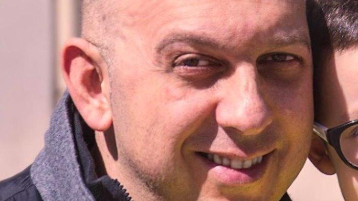 Mercato San Severino, muore commerciante di 48 anni: luminarie spente