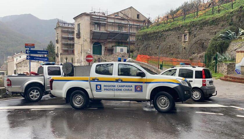 A Pellezzano cede muro di contenimento, nessun ferito e strada interdetta
