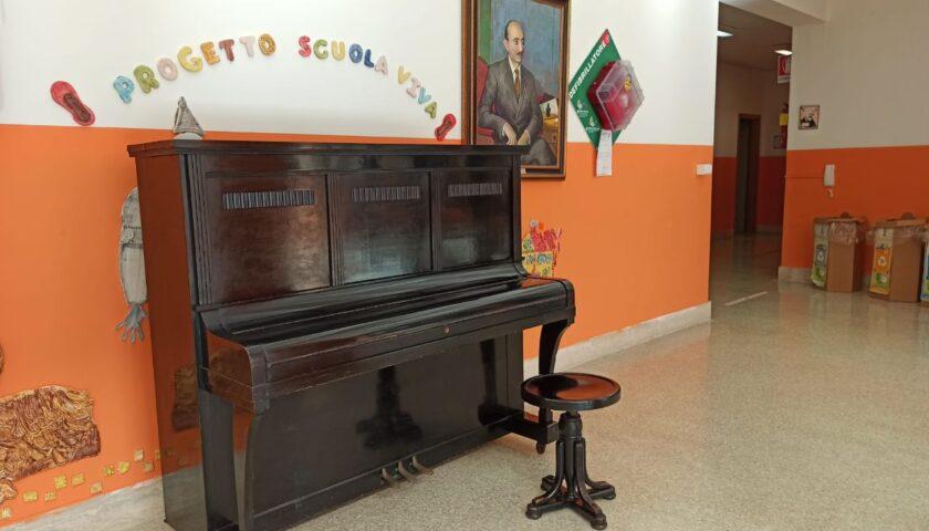 """GIFFONI VALLE PIANA, UN PIANOFORTE PER LA SCUOLA, LA FAMIGLIA ANDRIA DONA UNO STRUMENTO MUSICALE ALL'ISTITUTO COMPRENSIVO """"FAUSTO ANDRIA"""""""