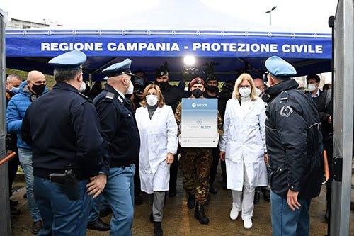 Campania, arrivato il vaccino negli ospedali