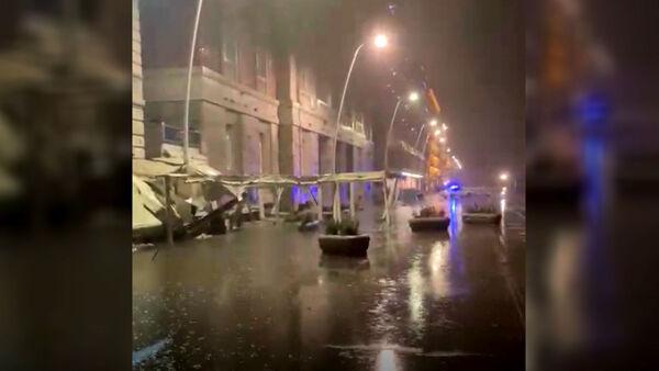 Napoli, il maltempo distrugge bar e ristoranti sul lungomare