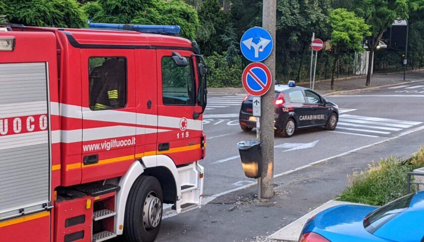 A fuoco abitazione, i carabinieri portano in salvo una donna di Mercato San Severino