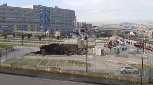 Voragine nella notte al Covid center di Napoli, paura ed evacuazione
