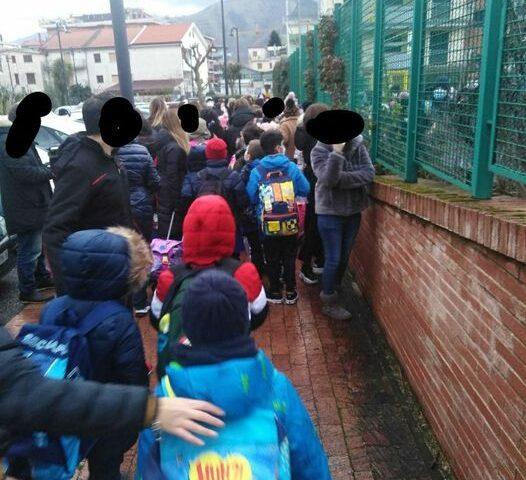 """Baronissi, la consigliera Negri: """"Assembramenti davanti alle scuole, sfalsare gli orari di ingresso e uscita"""""""