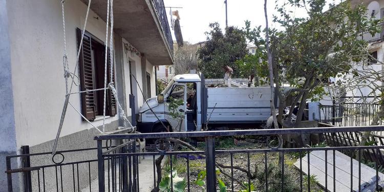 A Camerota camion piomba dentro un'abitazione