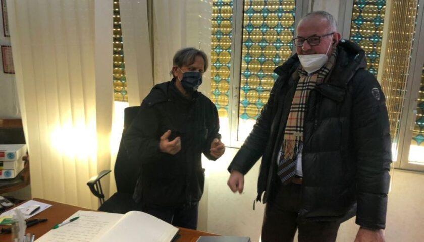"""VISITA DEL SACERDOTE ANTICAMORRA DON ANIELLO MANGANIELLO PRESSO LA SEDE DE """"LA SOLIDARIETA'"""" DI FISCIANO"""