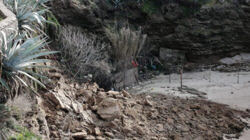 La pioggia fa crollare parte del costone, chiusa la spiaggia della Ficocella a Palinuro