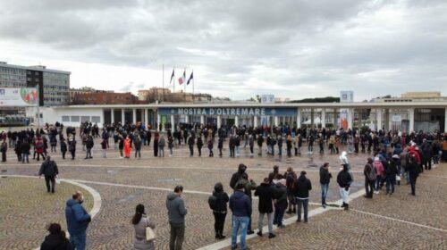 L'Asl di Napoli: giornalisti di trasmissioni televisive in fila per infiltrarsi con il vaccino
