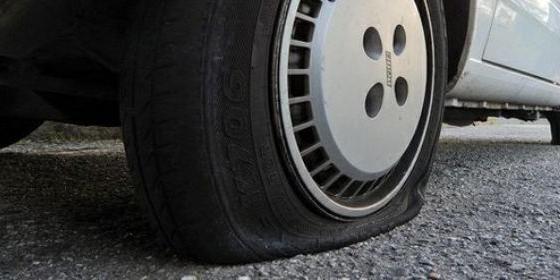Squarciate le ruote dell'auto della consigliera comunale di Scafati