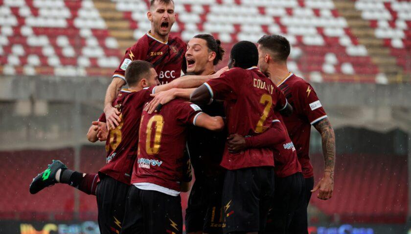 La Salernitana si mette alle spalle tre sconfitte di fila e regola il Pescara all'Arechi