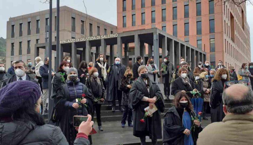 Magistratura onoraria in protesta con gli avvocati davanti al Palazzo di Giustizia di Salerno