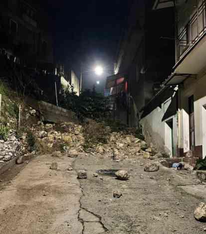 Ad Auletta crolla muro nella notte, solo paura e nessun ferito