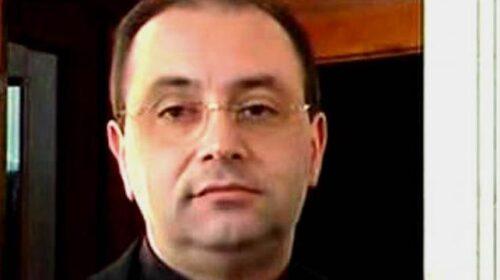 """Stalking e minacce per favori sessuali, Papa Francesco """"spoglia"""" parroco a Pompei"""