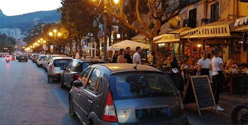 Salerno, la rivolta dei ristoratori: «Aperti 48 ore? E' soltanto un'idiozia»