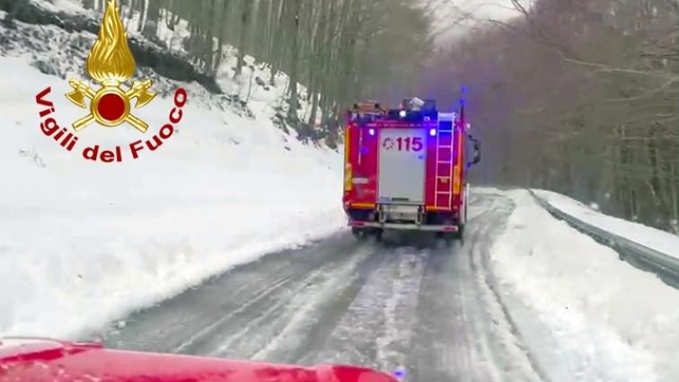 Giovani di Mercato San Severino dispersi nella neve sul Terminio: salvati dai vigili del fuoco