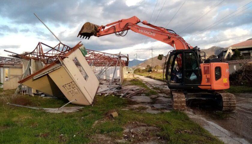 A Cava de' Tirreni continua lo smantellamento dei prefabbricati