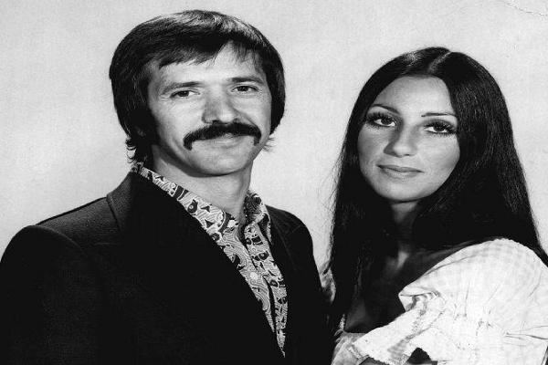 Accadde oggi: 23 anni fa l'addio a Sonny Bono, fece coppia (anche artistica) con Cher