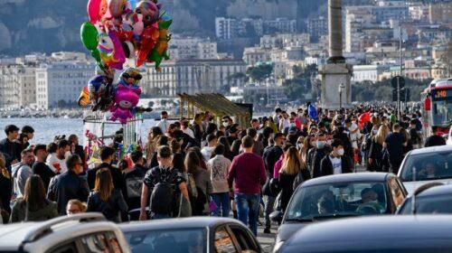 """De Luca: """"Vi siete divertiti sul lungomare di Napoli? Ora forse ci sarà zona rossa"""""""