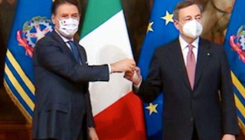 Passaggio di consegne da Conte a Draghi con la tradizionale campanella