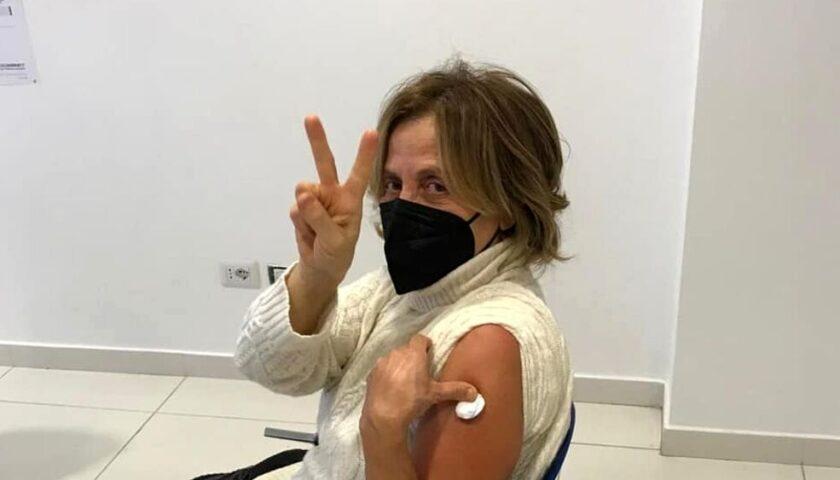 Polemiche per il vaccino alla moglie del sindaco di Salerno, la dottoressa Doria querela