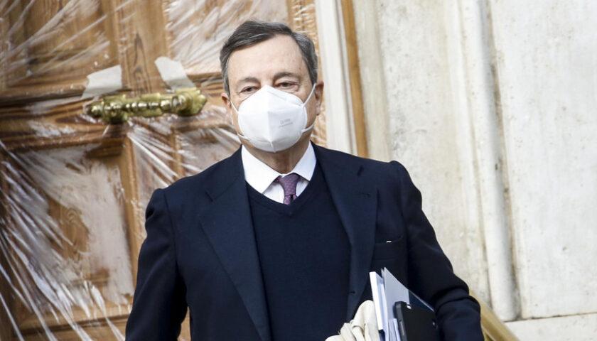 Draghi convince i mercati, Milano corre e lo spread in calo: ora vede quota cento