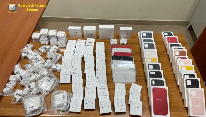 Vendeva accessori per Iphone contraffatti: sequestro a Nocera, nei guai un giovane