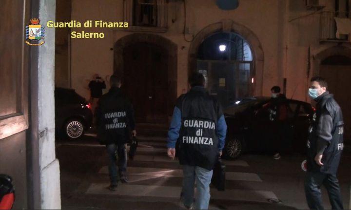 Mazzetta da imprenditore edile, arrestato 30enne di Baronissi. Nei guai custode giudiziario e tecnico nominati dal Tribunale