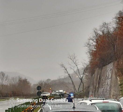 Frana ad Atripalda, raccordo Salerno/Avellino bloccato in entrambi sensi di marcia. Ambulanza con malato ferma