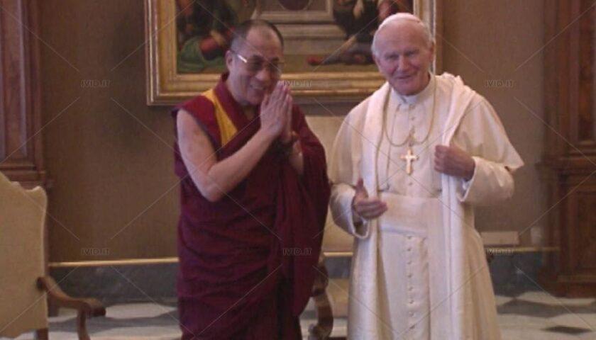 Il 2 febbraio 1986 in India storico incontro tra Papa Giovanni Paolo II e il Dalai Lama