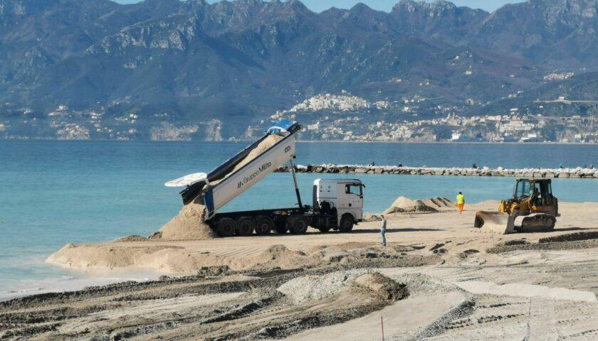 Salerno, il sindaco pubblica foto del ripascimento e cita il poeta Gatto