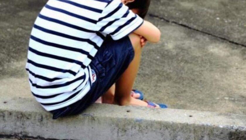 Bimbo di 7 anni trovato dai vigili nel centro storico di Salerno: senza genitori e con una ferita alla testa