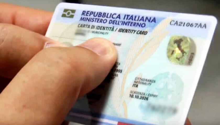 Uffici chiusi per Carnevale, niente carta di identità: denunciato il sindaco di Angri