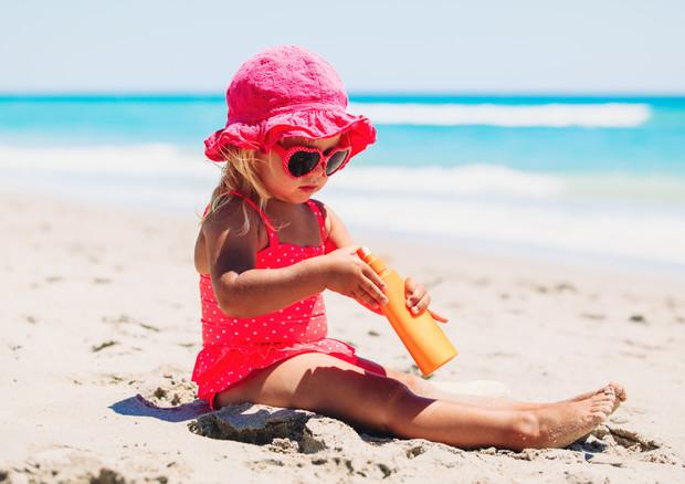 Bimbi più protetti dal sole, -4,4% scottature in 15 anni