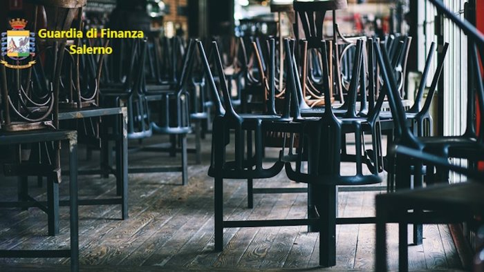 Festa di laurea in pizzeria a Pagani, 13 multati e locale chiuso