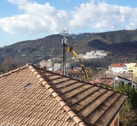 Salerno, spunta ripetitore tra le case e il palazzetto dello Sport a Matierno