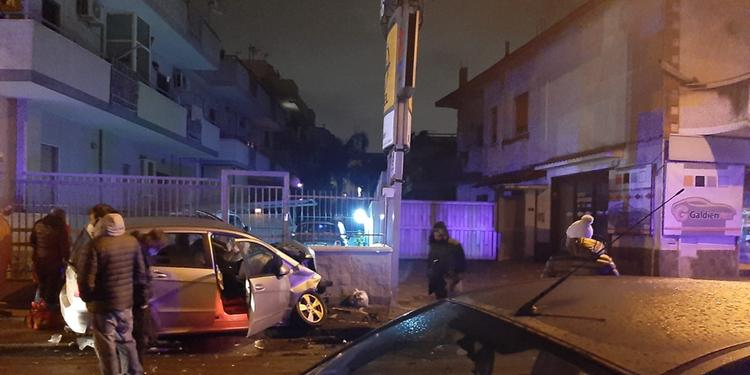 Scafati, schianto in via Passanti: grave un barista di 27 anni