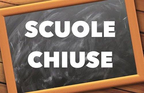 Il Tar Campania boccia il ricorso dei genitori No Dad: scuole chiuse