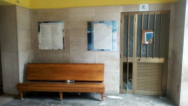 Vandalizzato l'edificio della ex stazione ferroviaria di Polla