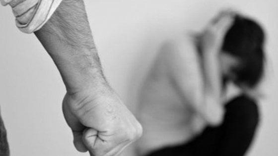 Rovella, bastonate alla moglie davanti ai figli minorenni: 4 anni al marito violento